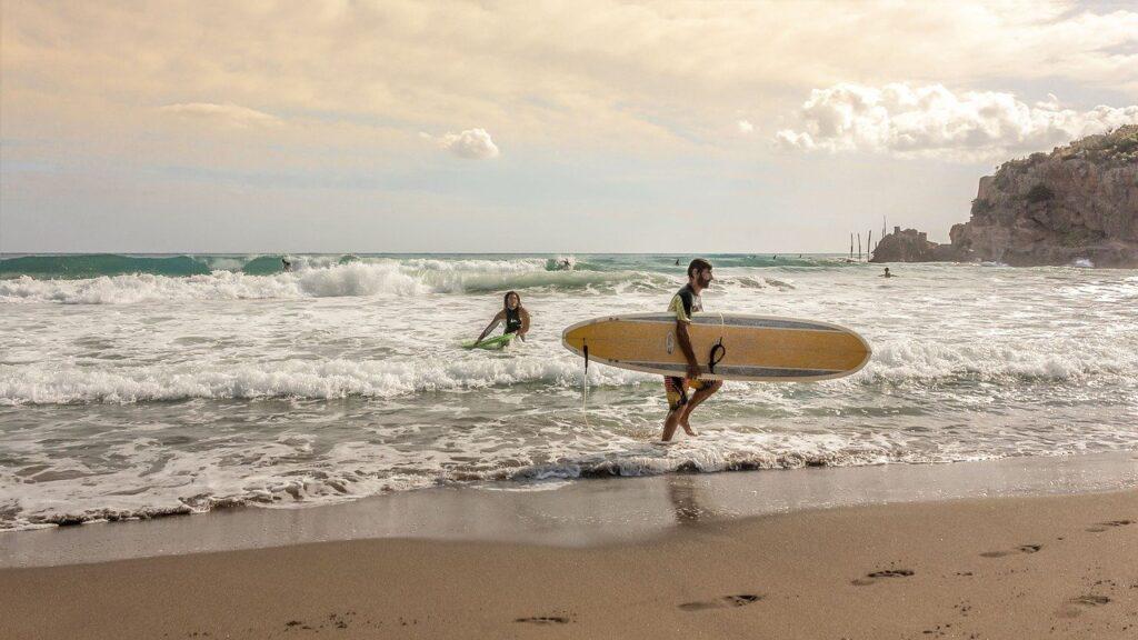beach, surfer, surfboard-665805.jpg
